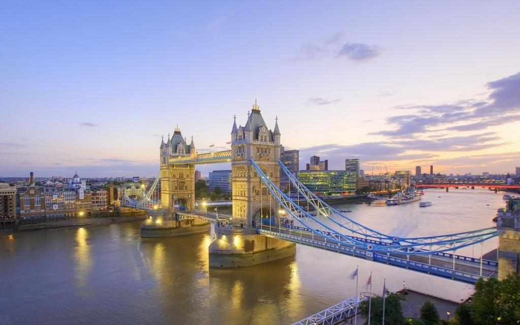 タワーブリッジ、ロンドン、イギリス