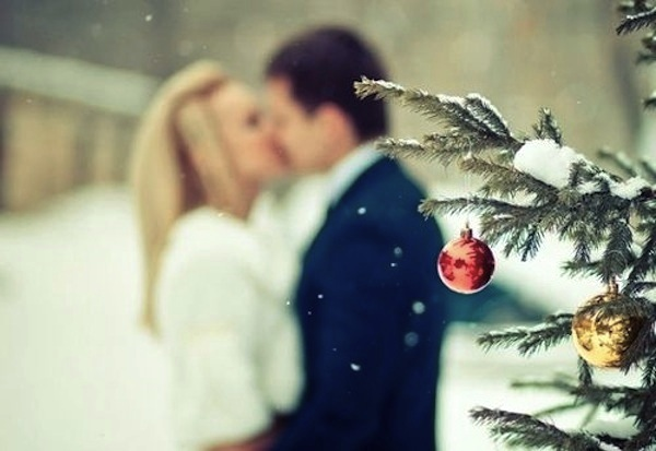 christmas-tree-couple