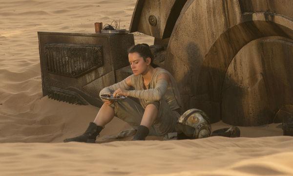 7-reasons-rey-must-be-spoilers-daughter-in-star-wars-the-force-awakens-765508