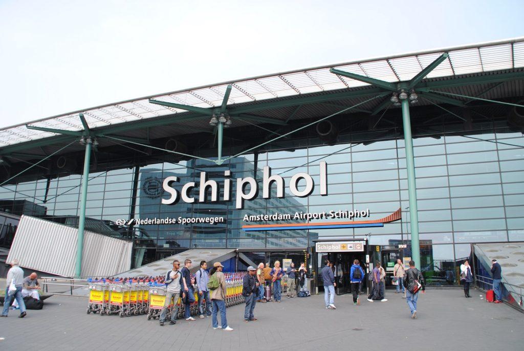 Amsterdam_Schiphol_Airport_entrance