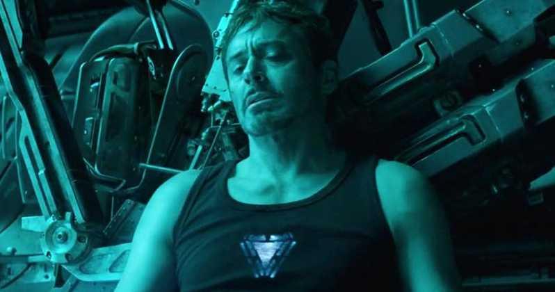 出典:「MovieWeb」 死を覚悟したトニーだったが、彼らの前にキャプテン・マーベルが現れ地球へと無事に生還を果たす。  絶望に打ちひしがれるブラック・ウィドウこと